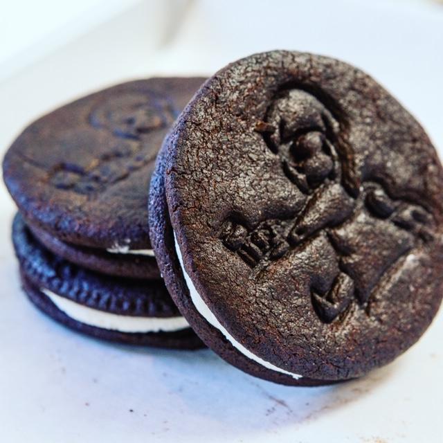 M\\\'Oreo Oreos and Happy Lizars Please!- 3 homemade Oreos and 3 sweet smiling raspberry linear tarts cookies