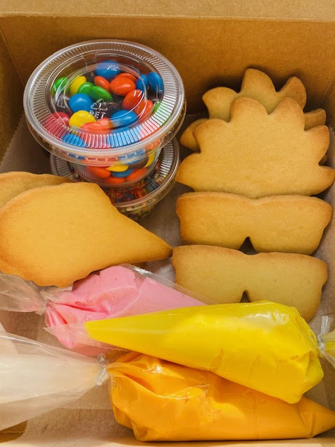 SUNGLASSES AND SUMMER FUN COOKIE DECORATING KIT- 6 Sunglasses and Sun cookies and candy to decorate